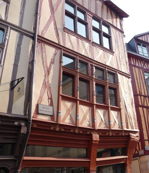 http://serveur2.archive-host.com/membres/images/1336321151/balades/Rouen/r1.jpg