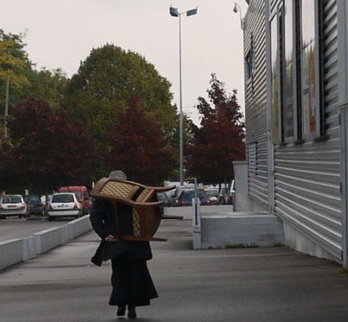 http://serveur2.archive-host.com/membres/images/1336321151/nawak/brocante/fauteuil.jpg